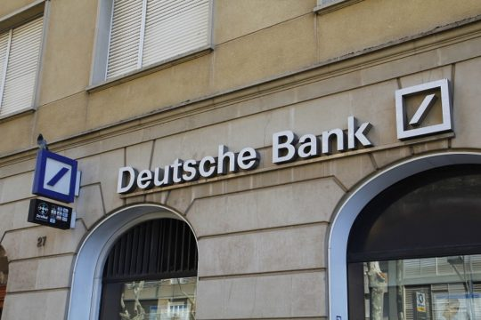 Deutsche Bank confirms €2bn float of asset management arm